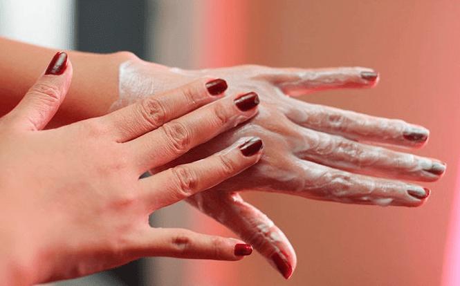طرق علاج تجاعيد اليدين